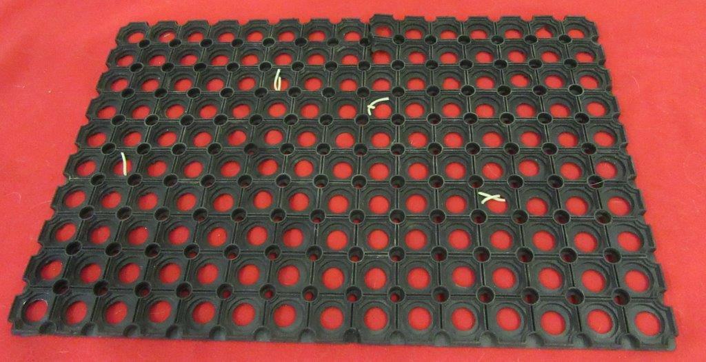 t r 8 leckerlis in einer fu matte verstecken tiere als. Black Bedroom Furniture Sets. Home Design Ideas