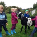 Kinder mit Schecki